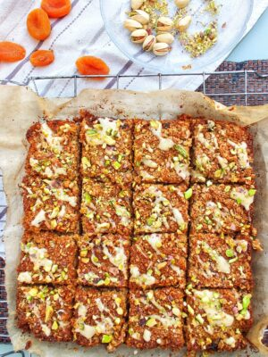Apricot and Tahini Flapjacks with Crushed Pistachios (Ve)